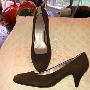Brand new Salvatore Ferragamo suede pumps